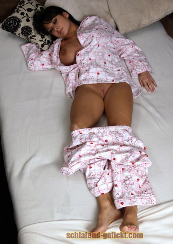 schlafend gefickt