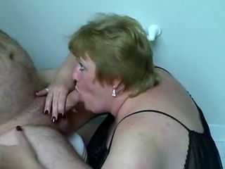 Fat Saggy Tits Girl Sucking Fat Lover in Husbands Mom House Toilet