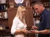 Blonde milf did not have enough money to pay for the service
