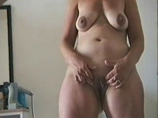 mature housewife rubbing her clit xLx