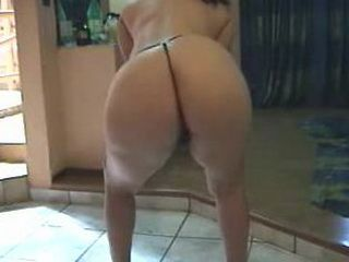 Bootylicious babe shakes her big ass