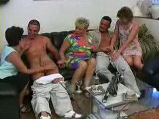 3 Nonnas con 2 Nipote
