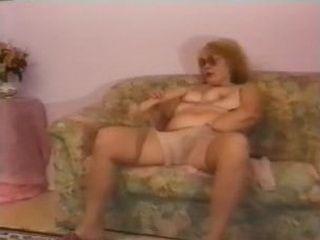 Abuela masturbandose