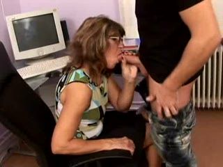 Mature Boss Woman Fucked In Office