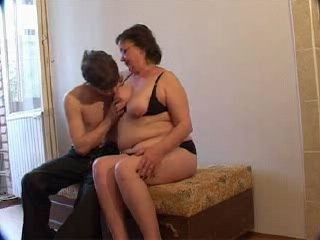 Experienced mother gives a fascinating fuck to her son