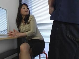 Mature Japanese MILF CFNM Tekoki at Office