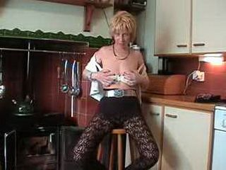 Mature Mom Fingering Her Pussy