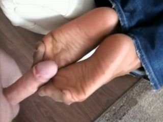 Hot Ass Milf In Jeans Gives Nylon Footjob CFNM
