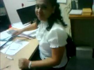 Real Amateur Arab Secretary Gives Blowjob To Her Boss In The Office