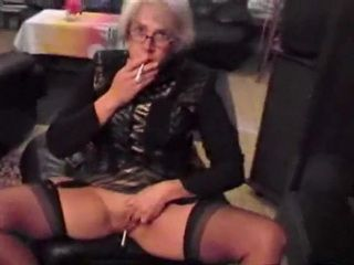 Granny Peeing And Pussy Play xLx