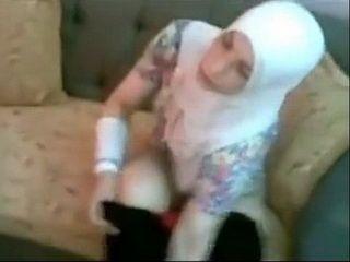 Arabian Hottie Risking Her Life Practicing Prostitucion At Her Homeland