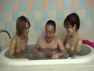 Smiling Sexy Japanese Girls Gave A Guy An Unforgettable Bath Time Experience Uncensored