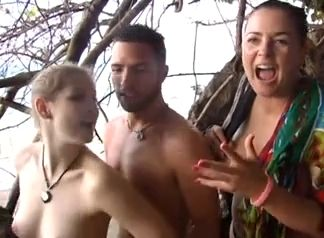 Mother Busted Her Teen Daughter Fucking On The Beach