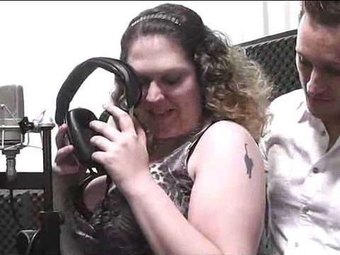 BBW Singer Get Hard Fuck From Her Producer