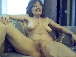 Amateur Granny With Ssaggy Boobs Posing Nude