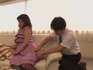 While He Gives Back Massage To Busty Rich Wife Miyabe Ryohana Masseur Imagining How She Suck Him Off