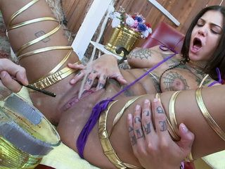 Bonnie Rotten pissing and squirting like a FREAK