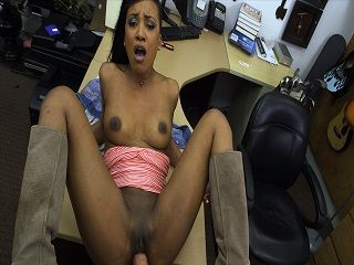 Hot ebony pawns pussy for the golf clubs