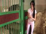 Lucy Belle show how much dirty she is in horse stable