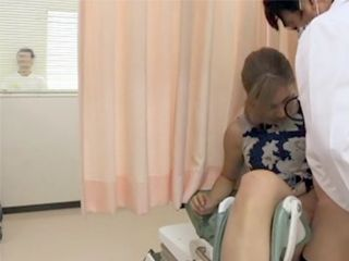 This Gynecologist Knows How To Remove The Fear At The Patient