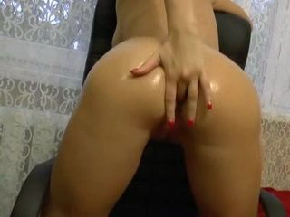 Amateur Brunette Getting Ready Her Lubricated Ass For Anal Action