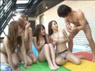 The Hottest Guy Shows To The Bunch Of Girls His Muscles And Get Amazing Blowjob From Four Horny Girls