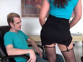 Plump Milf Sex Instruktor Fuck A Client In Office
