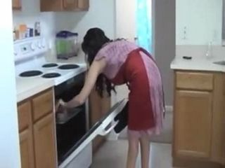 Housewife Gets Interrupted In Making Lunch For Blowjob Pause