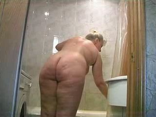 Russian Mature Fat Mom Does Bath