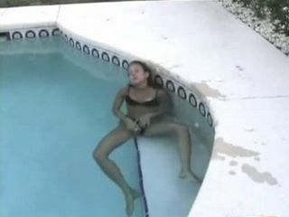 Amateur Teen Taped Masturbating In The Swimming Pool