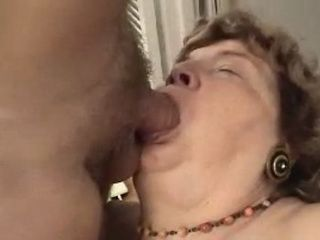 Granny Gets Long Mouthfuck Until Facial