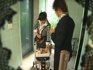 Room Service In Japan Hotel Giving Handjob For a Good Tip