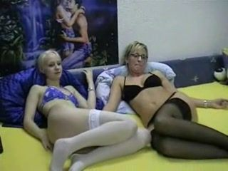 Two babes and one lucky guy in homemade threesome
