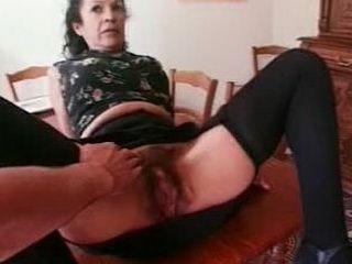 Femme de ménage baisée