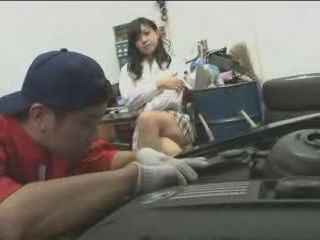 No Japanese Girls Should Be Wearing Short Skirts When Going To Mechanical Guy To Fix The Car
