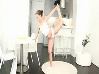 Flexible amateur babe fucked