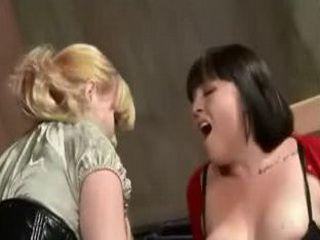 Femdom Lesbian Machine Fuck