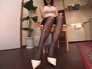 Japanese Milf Pussyfingering And Pissing
