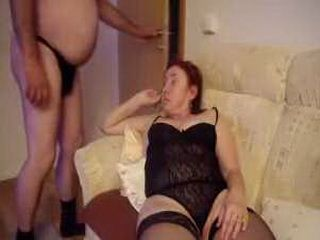 Mature babe gets pussy fingered and toyed