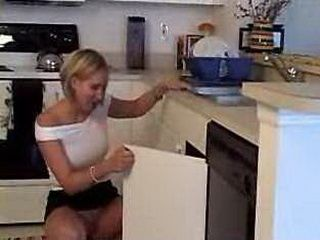 Housewife Without Panties Call Plumber to Solve Her Problem