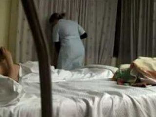 Hotel Guest Gave Cleaning Lady A Chance To Earn Some Extra Cash
