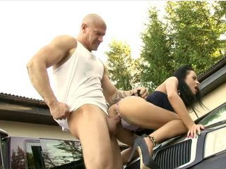Muscular Mechanic Guy Charged Naughty Milf Car Repair By Fucking Her Shaved Pussy