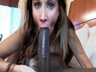 Naughty Milf Tries To Put And Satisfy Enormysly Large Cock