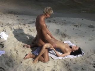 Voyeur Recorded Horny Amateur Couple Having Sex On The Beach