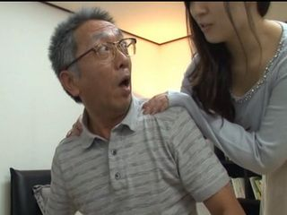Daughter In Law Busted Old Man Spying On Her While Showering On Hidden Cam