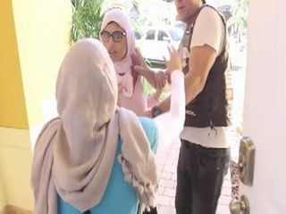 Guy Ends Up In The Midlle Of Arab Girls Fight