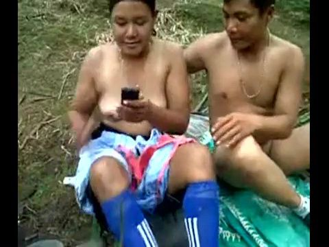 Malaysia Girl Fucking In Jungle While Texting To Mom That She Is In School