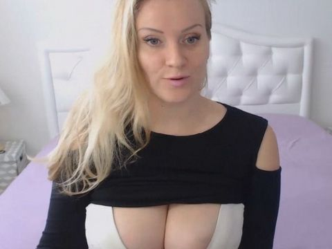 Natural Babe Has Amazing Tits