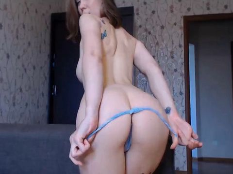 Bubble butt 19yo loves her dildo