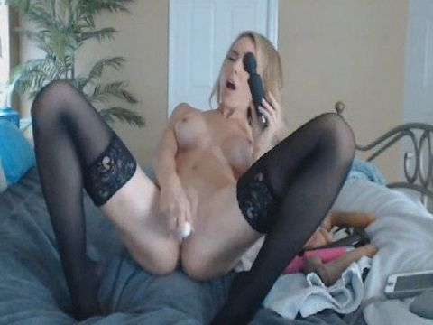 Gorgeous Babe Fucked Her Sex Toy on Cam